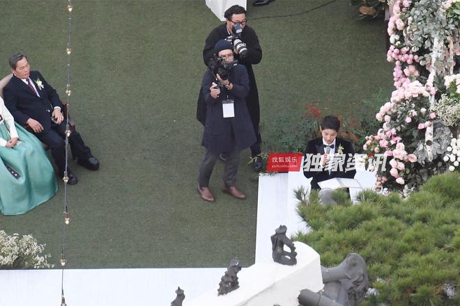 Siêu đám cưới Song Hye Kyo - Song Joong Ki: Cô dâu chú rể trao nhau nụ hôn say đắm 2