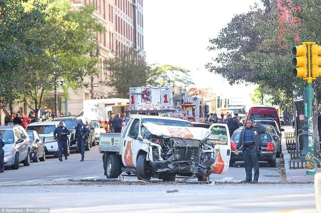 Hiện trường vụ tấn công khủng bố bằng xe tải tại New York 1