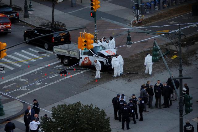 Hình ảnh Hiện trường vụ tấn công khủng bố bằng xe tải tại New York số 3