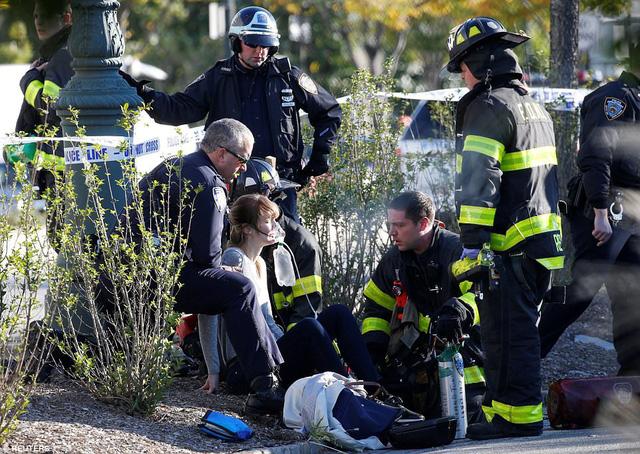 Hình ảnh Hiện trường vụ tấn công khủng bố bằng xe tải tại New York số 5