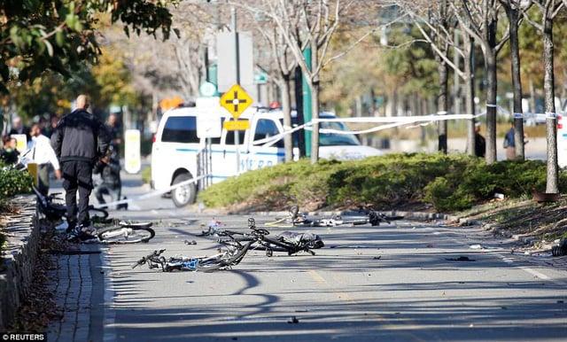 Hiện trường vụ tấn công khủng bố bằng xe tải tại New York 6