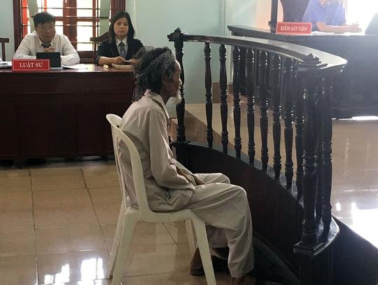 Hy hữu cụ ông 84 tuổi khăng khăng bị con ruột đề nghị xử tù 1