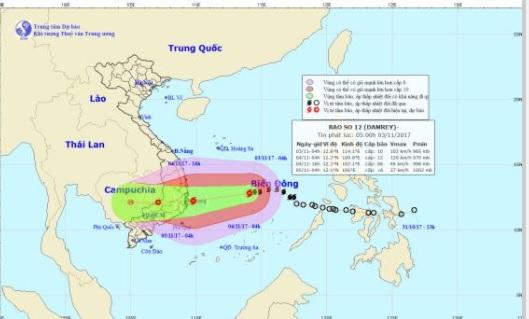 Bão số 12 mạnh lên, giật cấp 15, áp sát bờ biển Khánh Hoà - Ninh Thuận 1