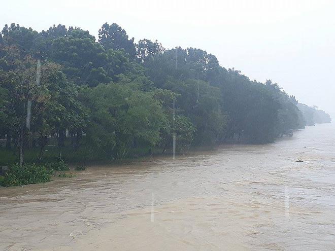 Sau bão, lũ ngập khắp các tỉnh miền Trung, nhiều khu vực bị chia cắt 1