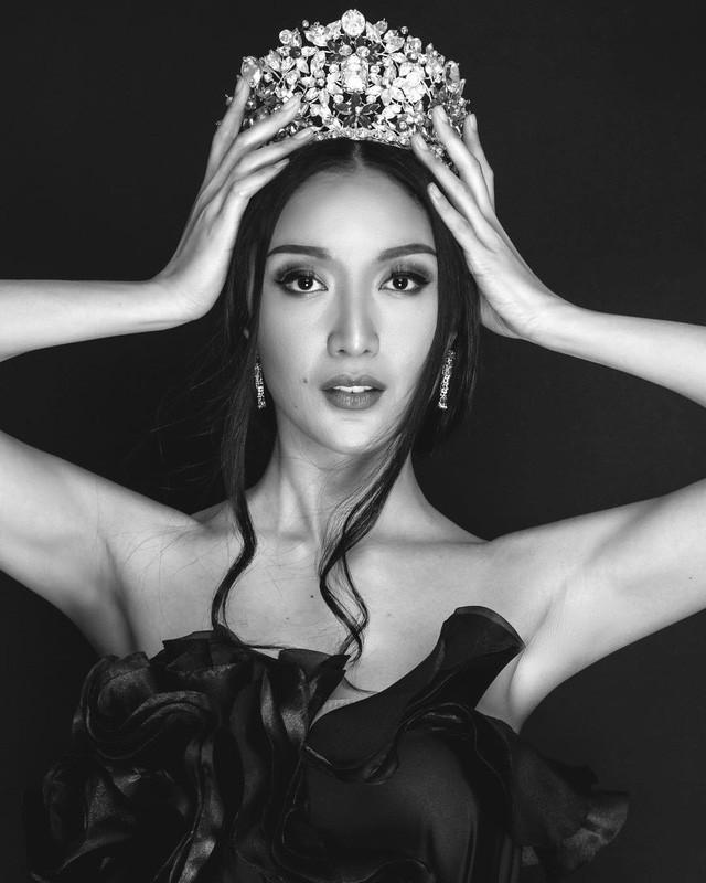 Sự chênh lệch nhan sắc của Hoa hậu Trái đất trước và sau photoshop: Cứ như ảnh avatar facebook và ảnh bị tag vào! 13