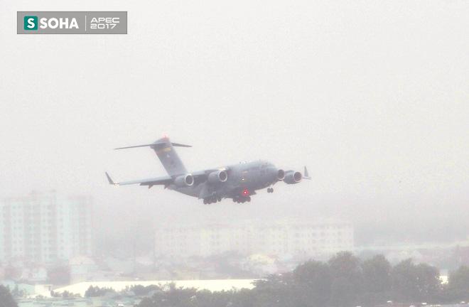 Siêu vận tải cơ Boeing C-17 Globemaster III chở đoàn tiền trạm Mỹ tham dự APEC đã hạ cánh xuống sân bay Đà Nẵng 1