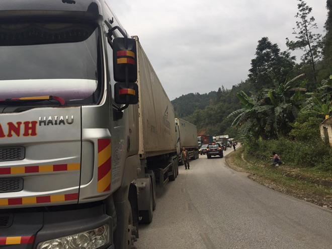 Cao Bằng: Hai xe container cỡ lớn đầu đầu nát bét, quốc lộ 3 ùn tắc nghiêm trọng 3