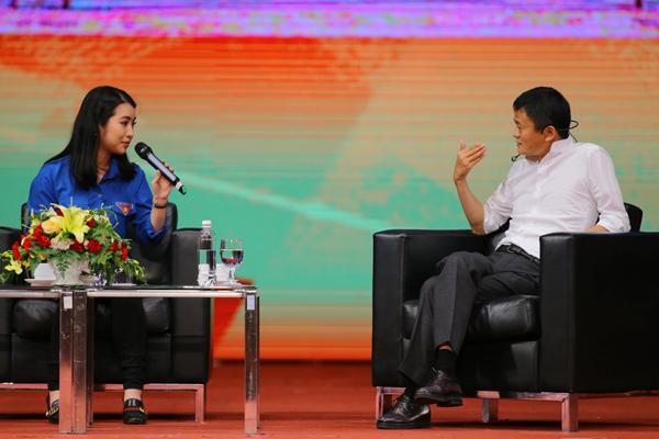 Jack Ma: Có phải tối nào người trẻ Việt Nam cũng xuống phố chơi không? Với một đất nước trẻ, việc của họ phải là làm ăn kinh doanh trên mạng chứ? 2