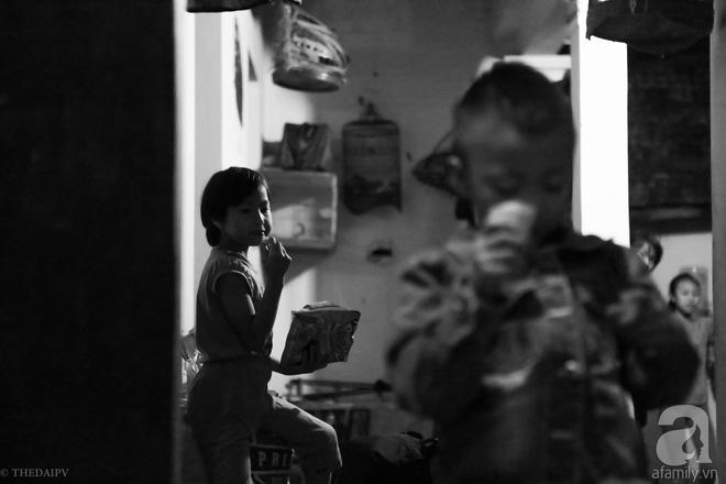 Cảnh nhà bề bộn mà rộn tiếng cười của mẹ siêu mắn đẻ, 29 tuổi có 8 đứa con ở Hà Nội 7