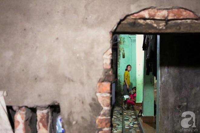Cảnh nhà bề bộn mà rộn tiếng cười của mẹ siêu mắn đẻ, 29 tuổi có 8 đứa con ở Hà Nội 15