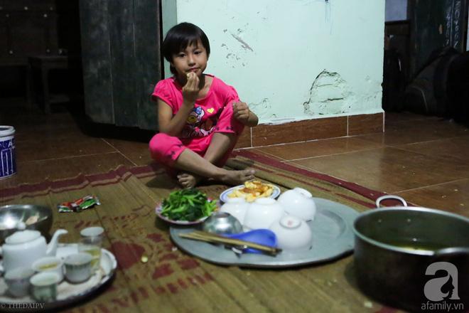 Cảnh nhà bề bộn mà rộn tiếng cười của mẹ siêu mắn đẻ, 29 tuổi có 8 đứa con ở Hà Nội 3