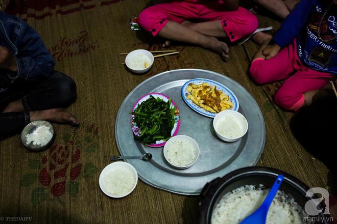 Cảnh nhà bề bộn mà rộn tiếng cười của mẹ siêu mắn đẻ, 29 tuổi có 8 đứa con ở Hà Nội 12