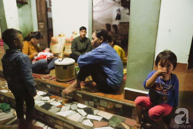 Cảnh nhà bề bộn mà rộn tiếng cười của mẹ siêu mắn đẻ, 29 tuổi có 8 đứa con ở Hà Nội 2