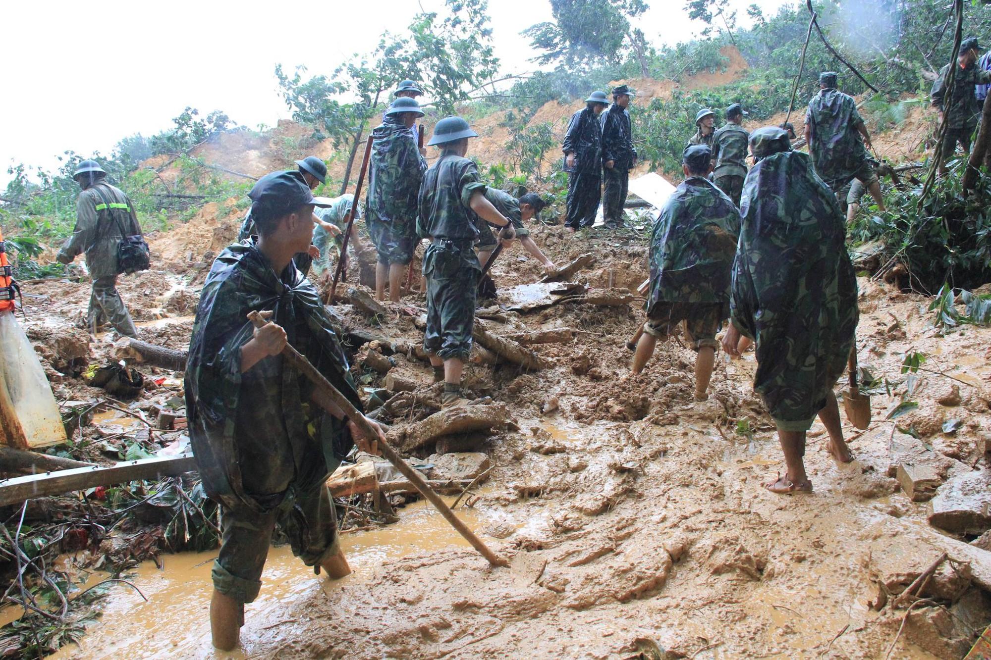Vụ 4 công nhân thuỷ điện mất tích: Tăng cường thêm công binh từ Đà Nẵng vào tìm kiếm 1