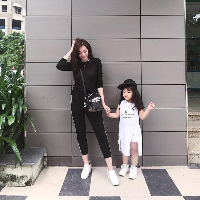 Sắp 30 đến nơi, cựu hot girl Ngọc Mon vẫn trẻ trung sành điệu, hưởng thụ cuộc sống viên mãn bên chồng kém tuổi 8