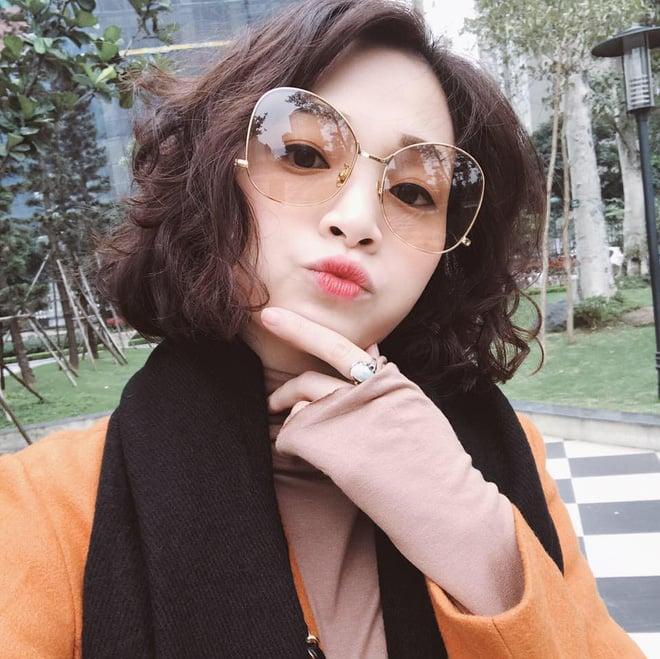 Sắp 30 đến nơi, cựu hot girl Ngọc Mon vẫn trẻ trung sành điệu, hưởng thụ cuộc sống viên mãn bên chồng kém tuổi 3