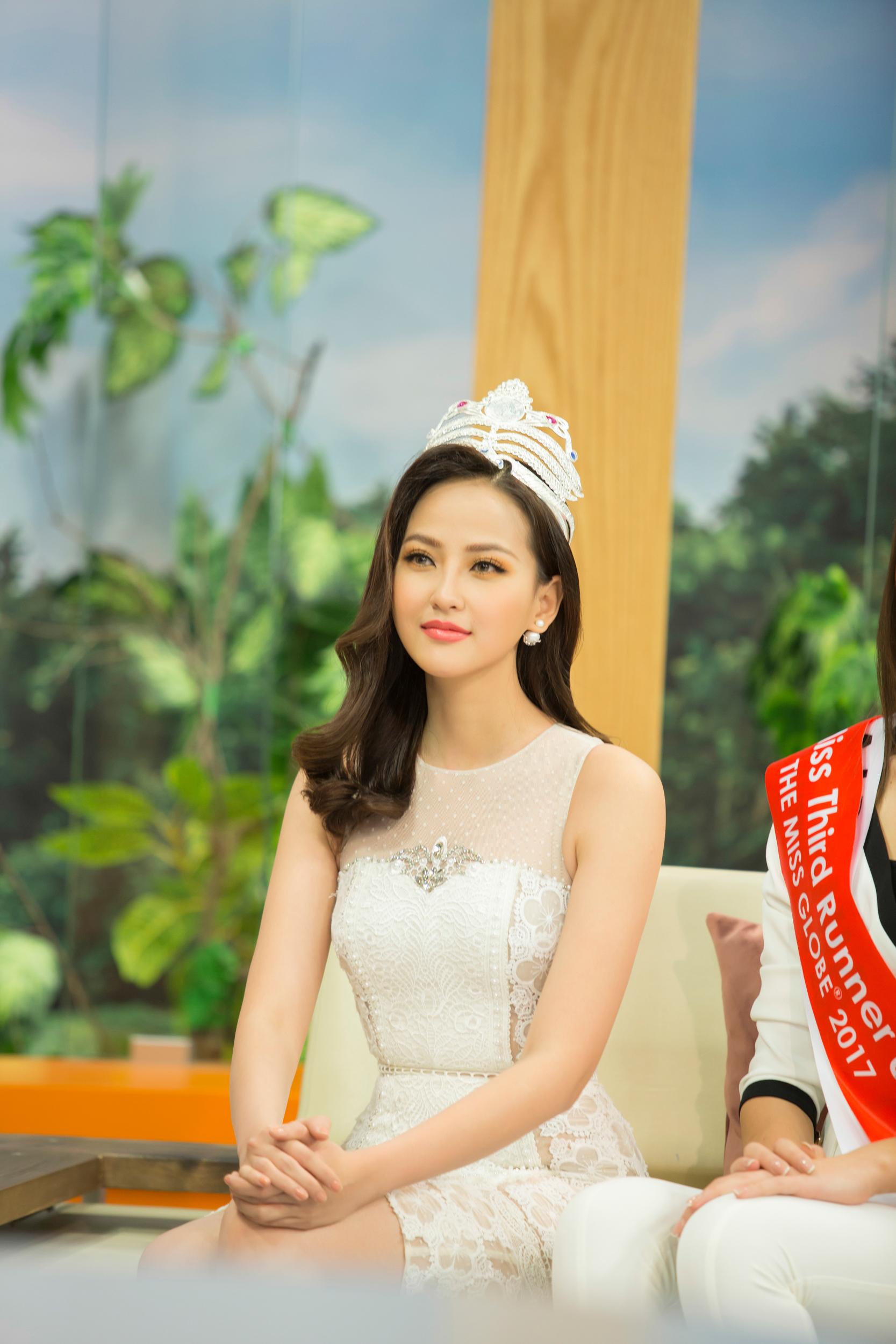 Khánh Ngân xuất hiện rạng rỡ sau khi đăng quang Miss Globe 4