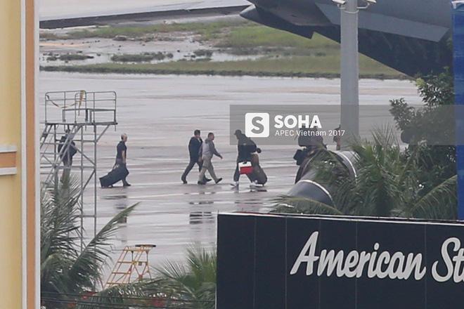 Đặc vụ Mỹ vừa xuống sân bay Đà Nẵng, mang theo chó nghiệp vụ và thiết bị chuyên dụng 4