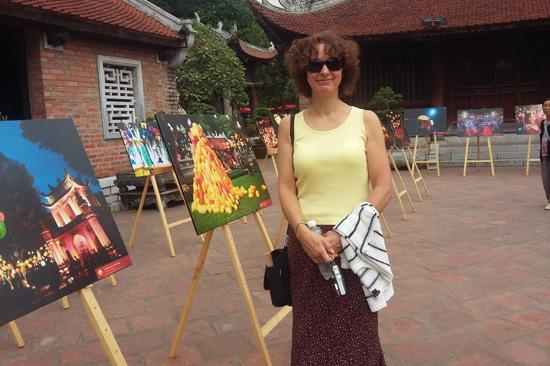 Hình ảnh Bản sắc Việt bừng sáng Văn Miếu hút hồn khách du lịch nước ngoài số 4