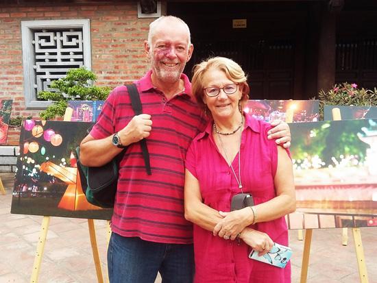 Bản sắc Việt bừng sáng Văn Miếu hút hồn khách du lịch nước ngoài 5