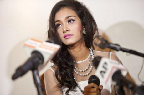 Hoa hậu bị ban tổ chức ép phẫu thuật nâng ngực 1