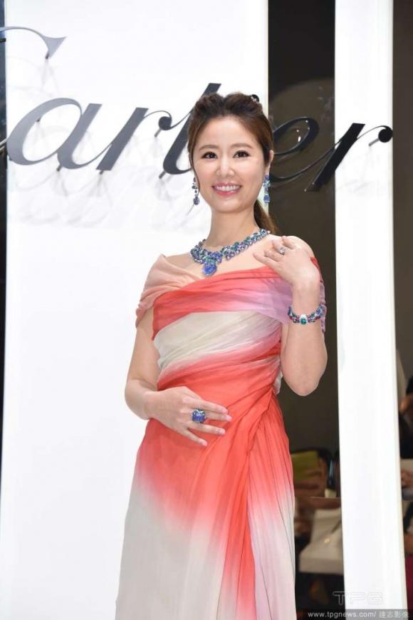 Lâm Tâm Như mạnh tay chi hơn 300 tỷ đồng mua nữ trang tặng con gái 1