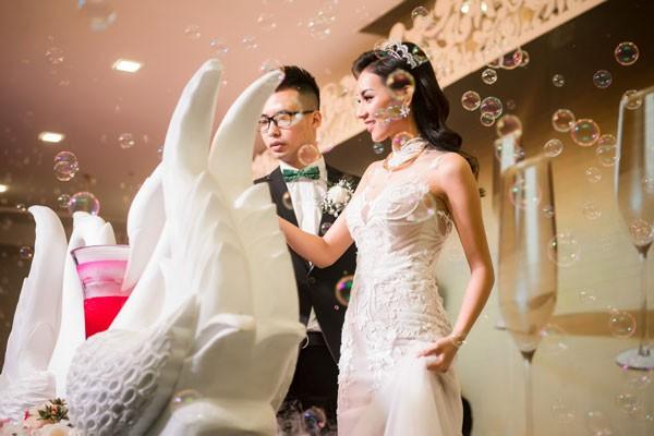 Hình ảnh Hot girl tuyệt tình cốc mặc váy cưới xuyên thấu trong ngày về nhà chồng số 5