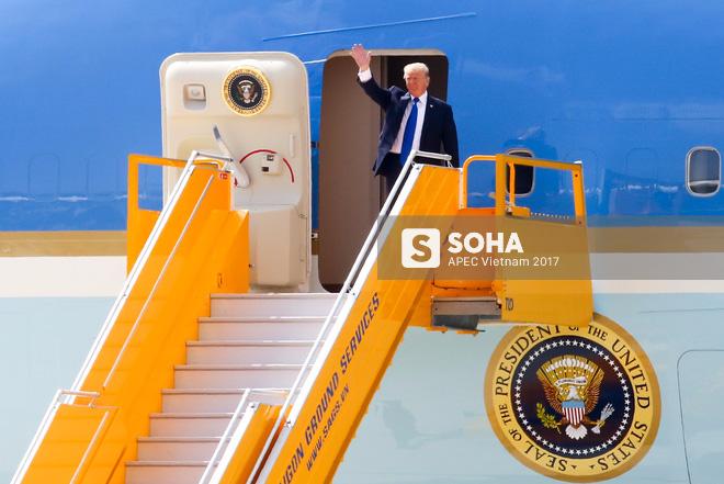 Đặc vụ Mỹ sử dụng ống nhòm, dắt chó nghiệp vụ kiểm tra an ninh nghiêm ngặt khi đón TT Trump tại Đà Nẵng 1