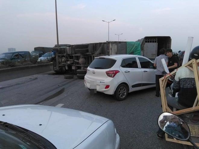 Hình ảnh kinh hoàng trong vụ va chạm xe khách trên cầu Thanh Trì 4