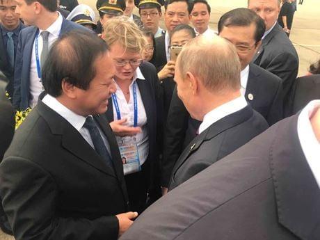 Món quà đặc biệt Tổng thống Putin nhận được tại chân cầu thang máy bay 1