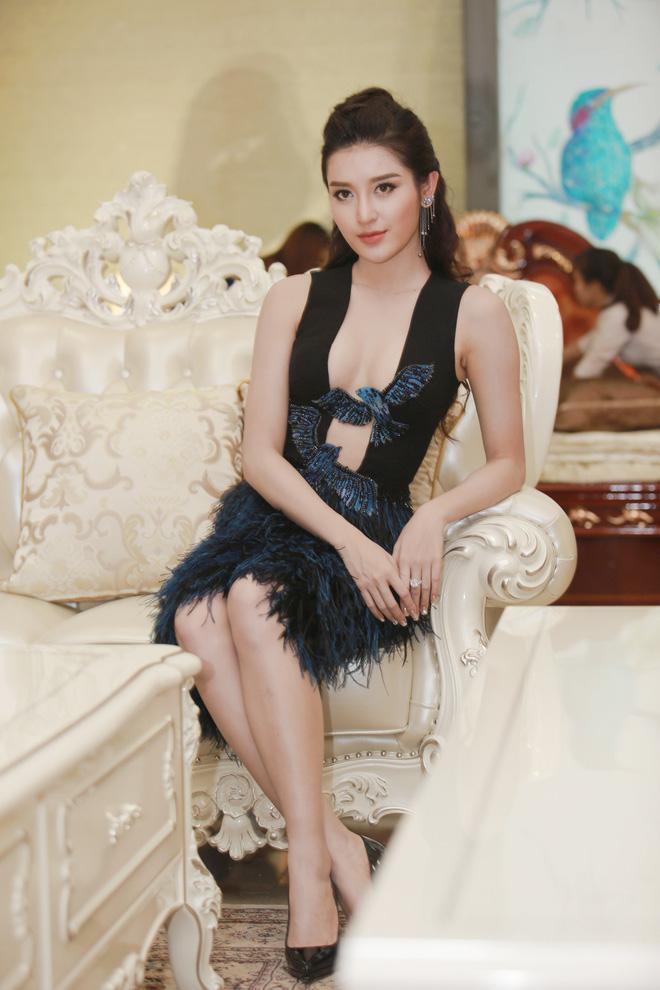Á hậu Huyền My mặc táo bạo, tái xuất sau lùm xùm tại Hoa hậu Hòa bình Thế giới 3