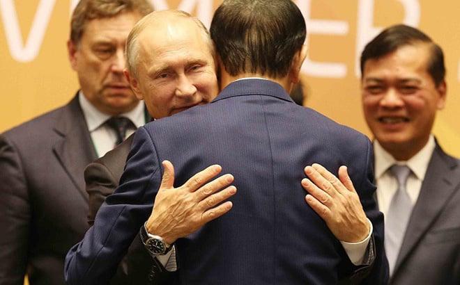 Cảm động: Tổng thống Putin ôm tạm biệt Chủ tịch Trần Đại Quang, rời Đà Nẵng 1