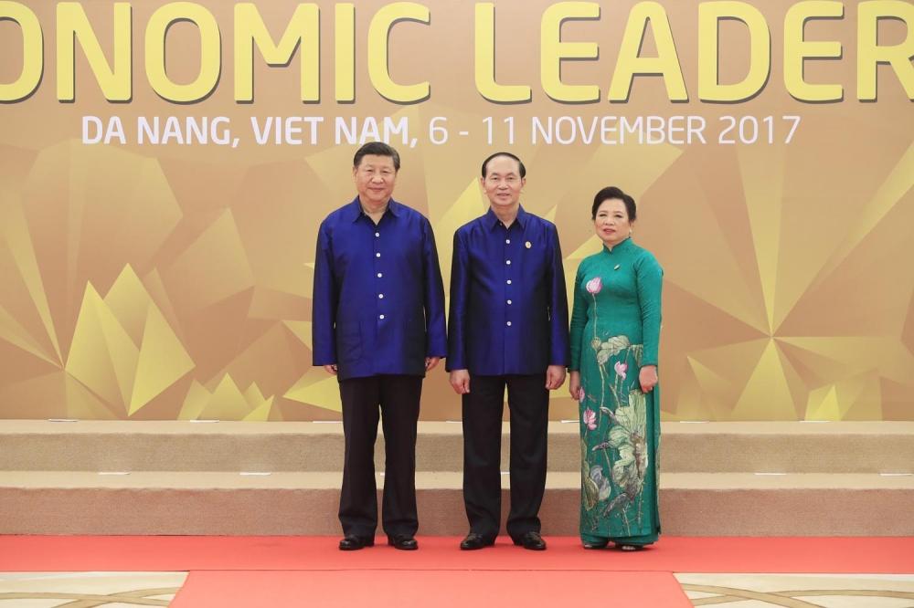 Hình ảnh Chiếc áo tơ tằm Tổng thống Trump và lãnh đạo APEC mặc trong tiệc tối 10/11 có gì đặc biệt? số 9