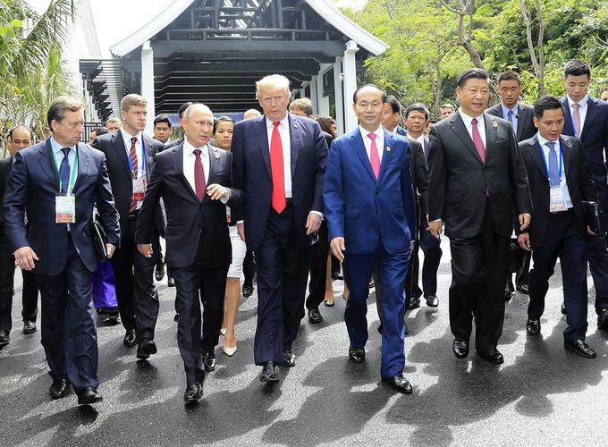 Chủ tịch Trần Đại Quang chụp ảnh lưu niệm cùng các lãnh đạo APEC 1