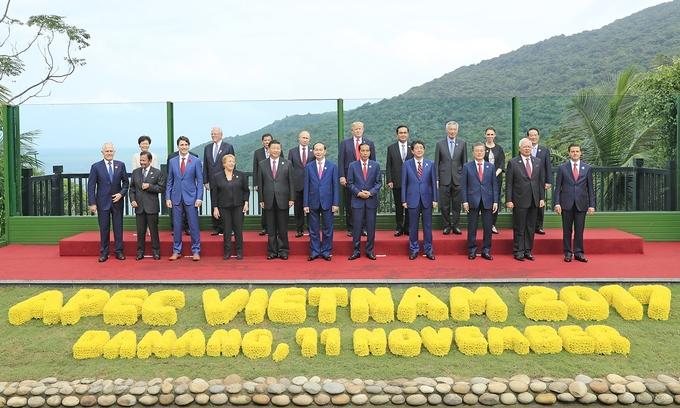 Chủ tịch Trần Đại Quang chụp ảnh lưu niệm cùng các lãnh đạo APEC 2