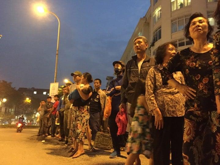 Người dân Hà Nội háo hức chờ đón Tổng thống Trump 1