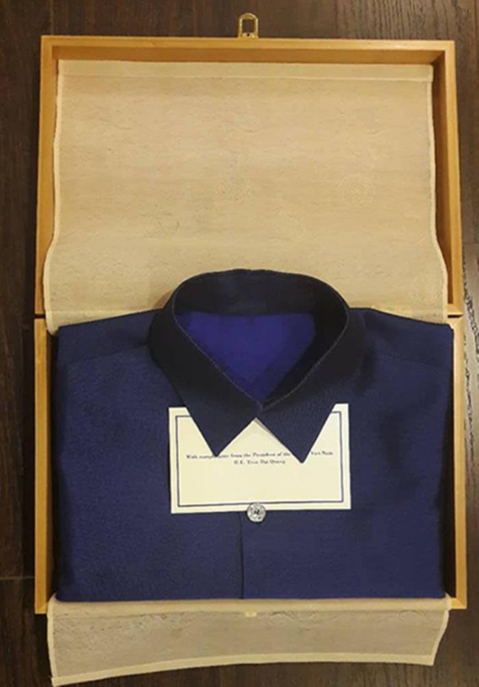 Hình ảnh Chiếc áo tơ tằm Tổng thống Trump và lãnh đạo APEC mặc trong tiệc tối 10/11 có gì đặc biệt? số 7