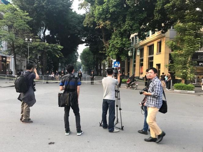 Người dân Hà Nội háo hức chờ đón Tổng thống Trump 2