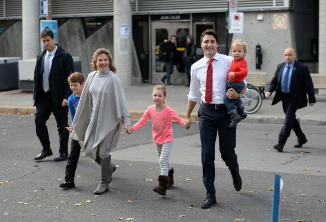 Nhìn cách Thủ tướng Canada dạy con, bà mẹ nào cũng ước giá như đây là bố của con mình 10