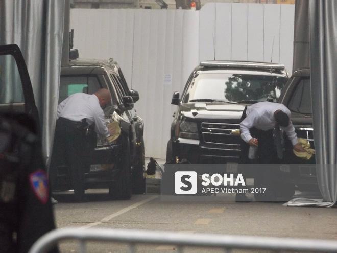 Cận cảnh đặc vụ Mỹ mang súng tiểu liên ngồi trong xe hộ tống Tổng thống Trump ở Hà Nội 3