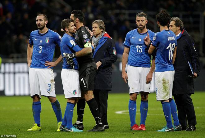 Italia mất vé dự World Cup 2018: Buffon khóc trong đau đớn, De Rossi điên tiết mắng HLV 9