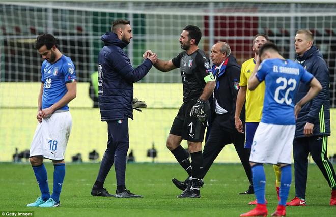 Italia mất vé dự World Cup 2018: Buffon khóc trong đau đớn, De Rossi điên tiết mắng HLV 5