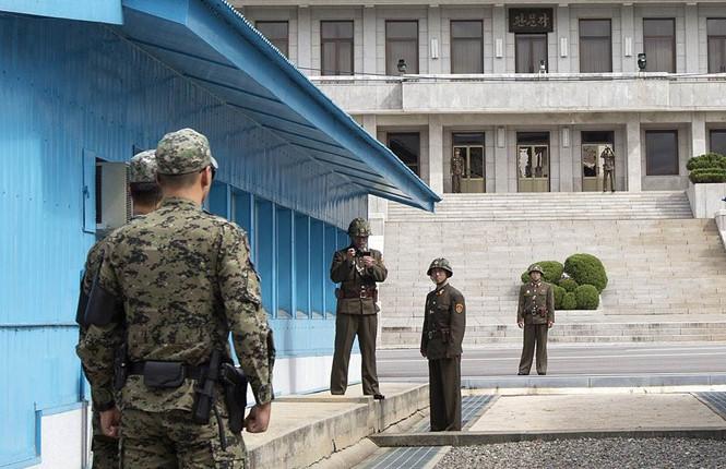 Hình ảnh Đào tẩu sang Hàn Quốc, lính Triều Tiên bị đồng đội bắn trọng thương số 1