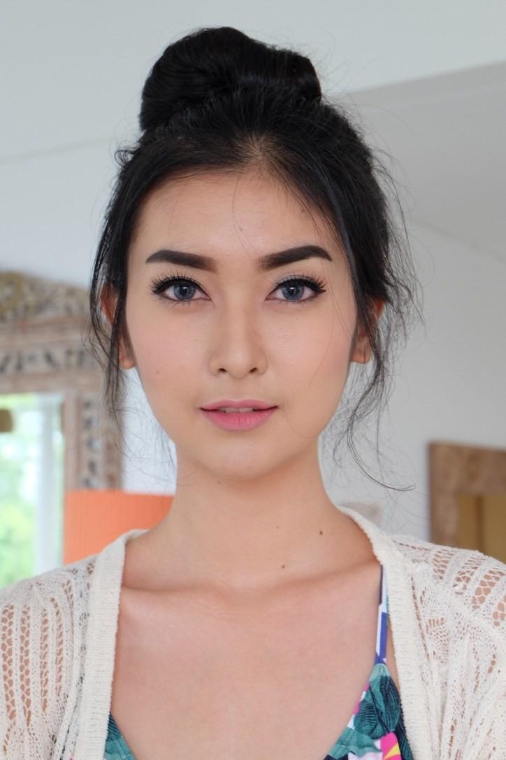 Nhan sắc xinh đẹp của đại diện Indonesia, cô gái đánh bại hơn 70 đối thủ đăng quang Miss International 2017 - Ảnh 7.