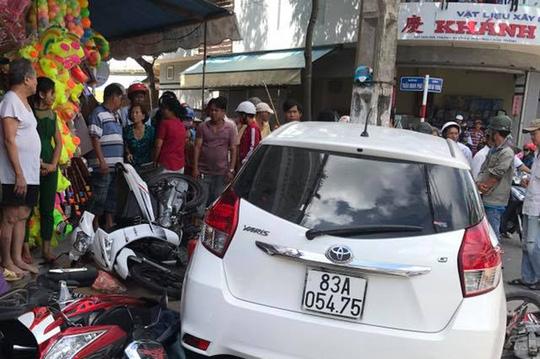 Vụ ôtô vi phạm bị giữ vẫn chạy ra ngoài gây tai nạn: Do cán bộ lái xe không quen số tự động 1