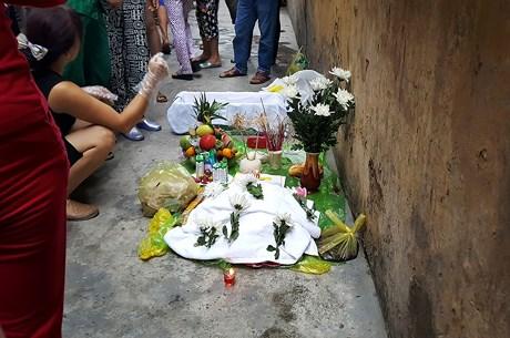 Bé sơ sinh nặng 4kg chết trong nhà chứa rác, nghi bị mẹ bỏ rơi 1