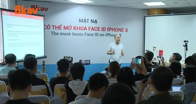 CEO Nguyễn Tử Quảng nói về cách qua mặt Face ID: Nó biết đâu là mặt thật, mặt giả nhưng mặt nửa giả nửa thật thì sao? - Ảnh 1.