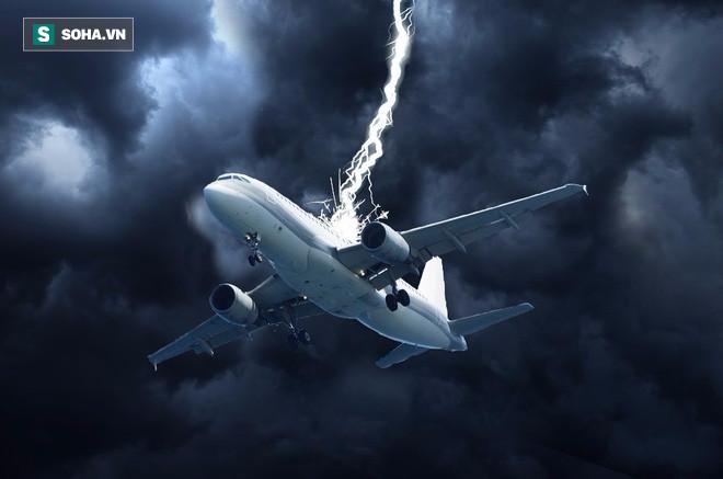 Máy bay Boeing 777 vừa cất cánh bất ngờ bị sét đánh gây sốc ở Hà Lan 2