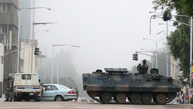 Chuyến đi bất thường tới Trung Quốc của tướng Zimbabwe trước đảo chính 1
