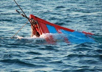 Hơn 100 người tìm kiếm ngư dân mất tích trong vụ đắm tàu trên vùng biển Cô Tô 1